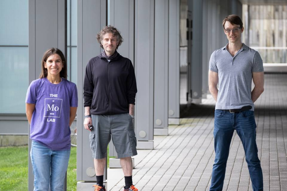 Members of the Seyedsayamdost lab who discovered the streptosactin molecule: Leah Bushin, Mohammad Seyedsayamdost and Brett Covington.